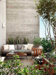 vegetación sofa y terraza